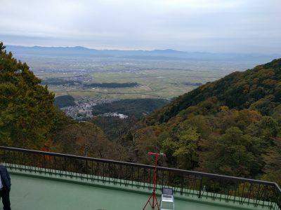 弥彦山頂側